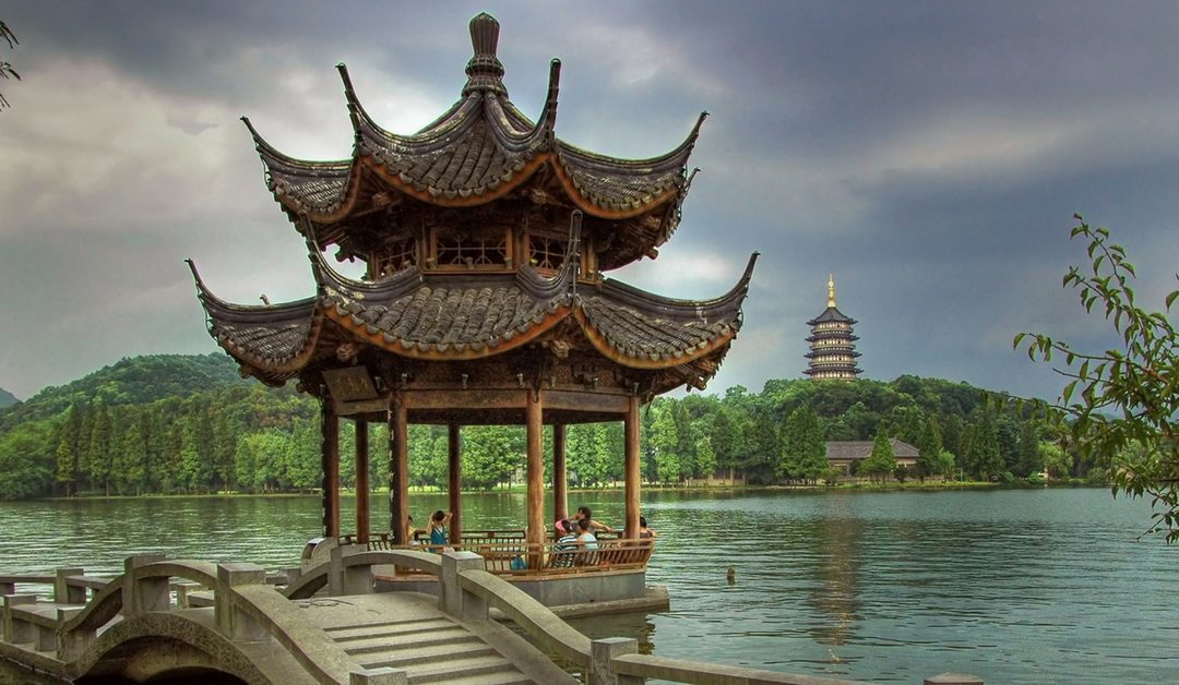 What does Hangzhou have to offer expats?